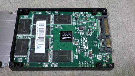 PS3用に換装するSSDの殻割り(OCZ OCZSSD2-2VTXE60G)①.JPG