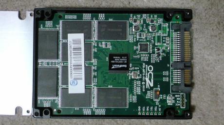 PS3用に換装するSSDの殻割り(OCZ OCZSSD2-2VTXE60G)②.JPG